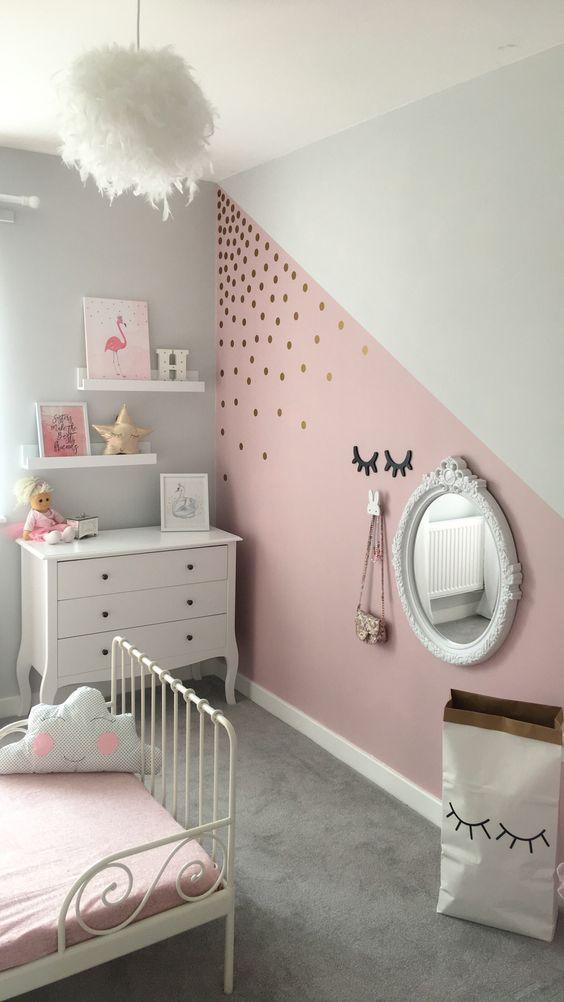 Quarto infantil de menina com pintura de parede criativa rosa