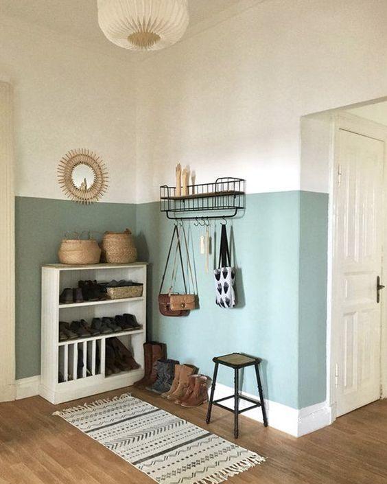 Canto da casa com sapateira e metade da parede pintada de verde - Pinturas de Paredes Diferentes