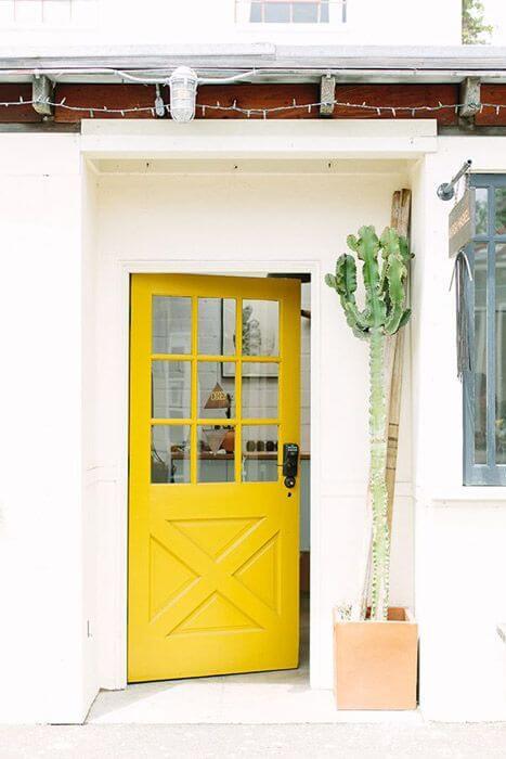 portas coloridas amarela