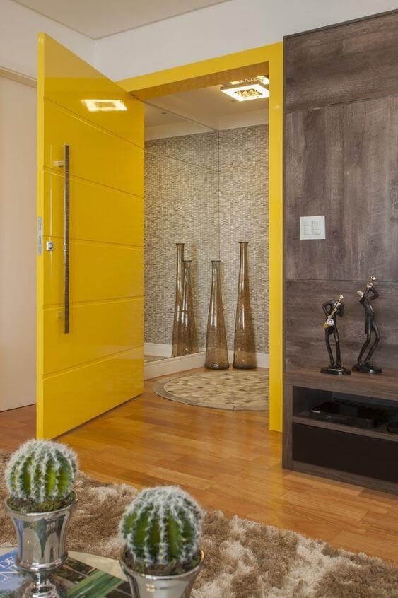 porta interna amarela