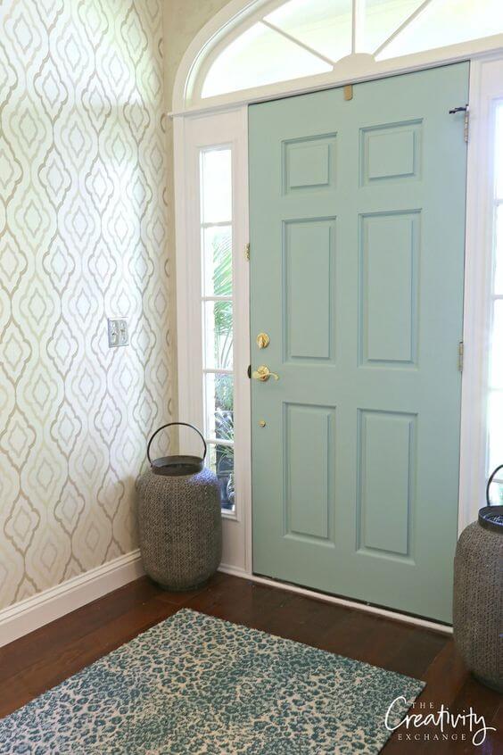 porta de entrada de casa pintada de verde claro
