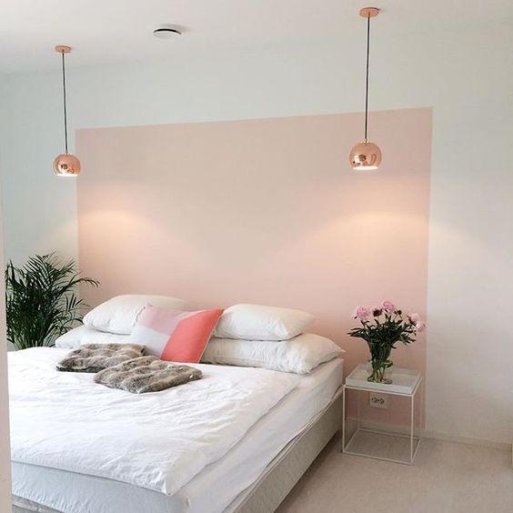 Pinturas de paredes diferentes - Cabeceira de cama em formato retangular feito de pintura de parede.