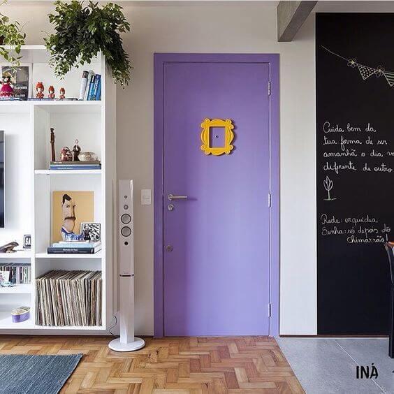 portas coloridas roxa friends