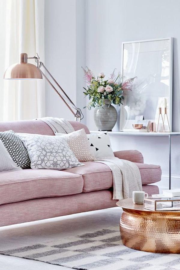 Sala com sofá rosa