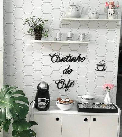 Cantinho do café dolce gusto no aparador branco
