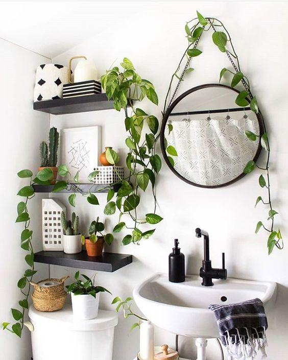 Reforma de banheiro com plantas