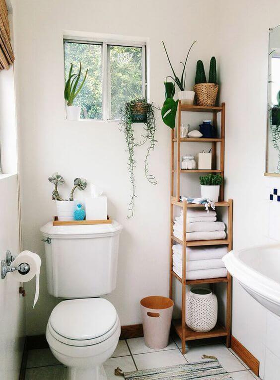 Reforma de banheiro com armário de madeira