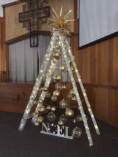 Ideias de Árvore de Natal na Escada para igreja