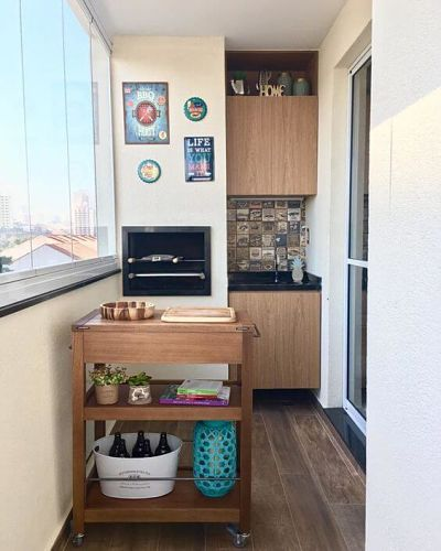 Varanda Gourmet pequena de apartamento com churrasqueira