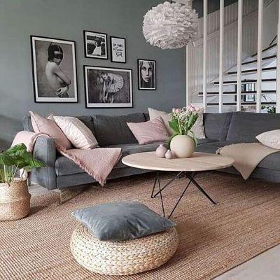 Decoração sofá cinza e almofadas rosa na sala