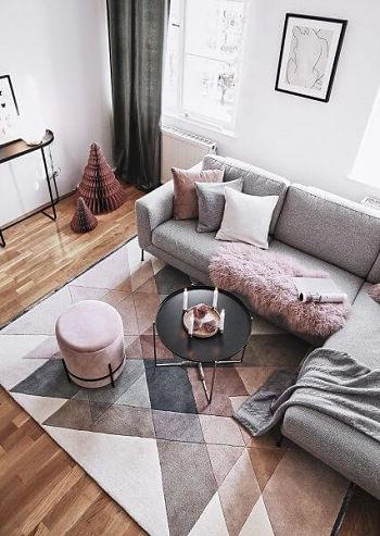 Cores que combinam com cinza: Decoração sofá cinza cinza e rosa na sala