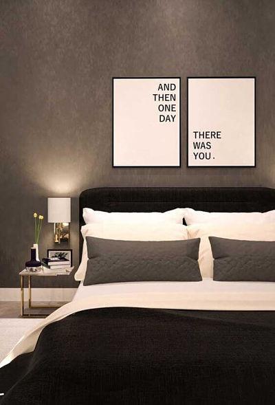 Decoração de quarto de casal simples com armário lateral e quadros