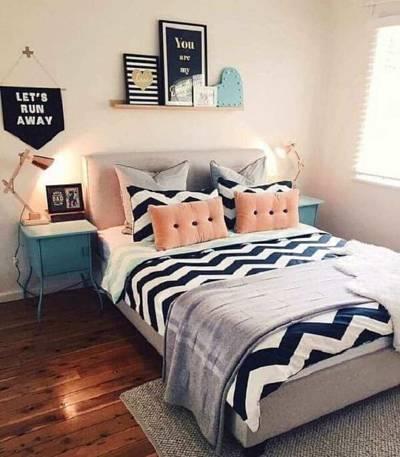 Decoração de quarto de casal simples com almofadas e mantas