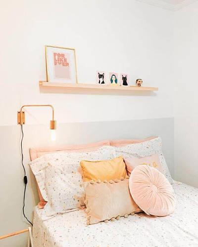 Decoração de quarto de casal simples com cabeceira criativa