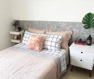 Decoração de quarto de casal simples com pintura de parede criativa