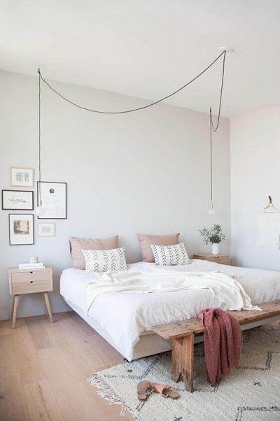 Decoração de quarto de casal simples pintado com cor clara