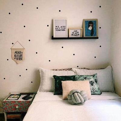 Decoração de quarto de casal simples com adesivos simples