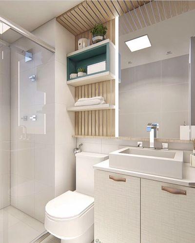 banheiro pequeno com tons claros e ripado.