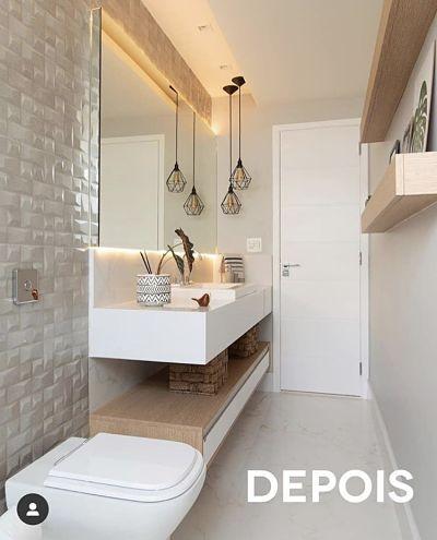 Banheiro Pequeno com tons claros.