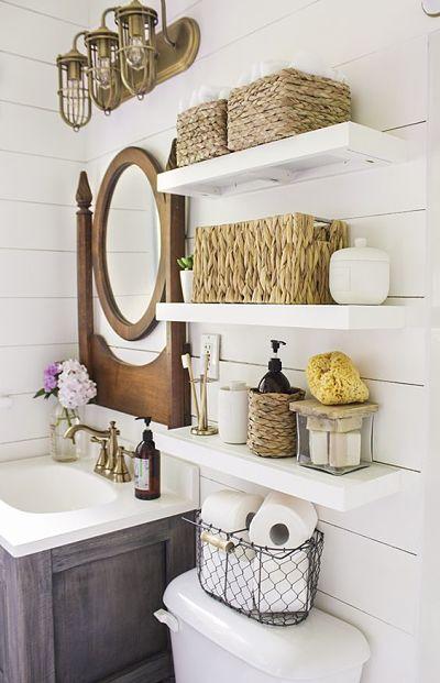 Prateleiras  com cesto sno banheiro