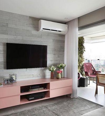 Cores que combinam: sala pequena cinza e rosa