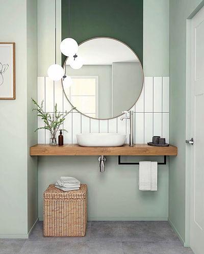 Lavabo com cuba de apoio e bancada de madeira e espelho redondo