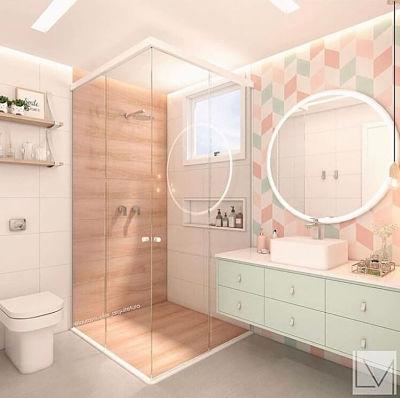 Banheiro com tons claros, cuba de apoio e espelho redondo