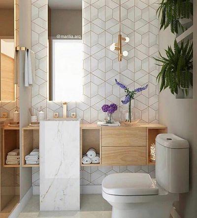 Banheiro pequeno com tons claros e cuba de piso