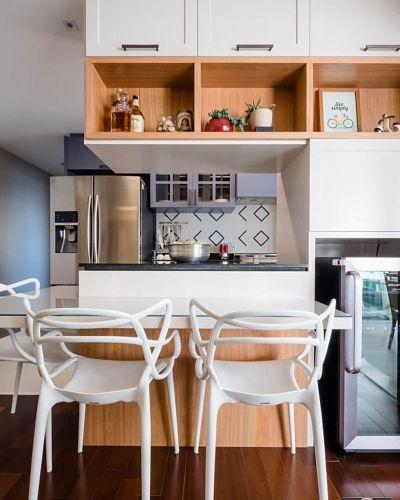 Cozinha americana pequena com marcenaria criativa