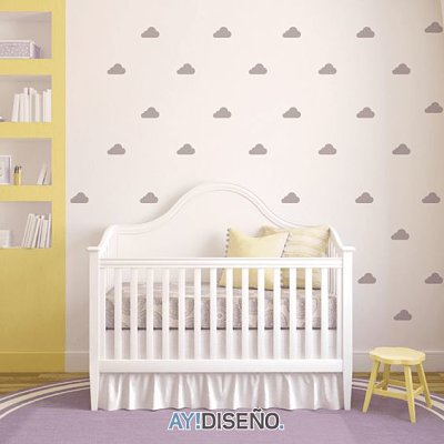 Quarto de bebê com parede decorada