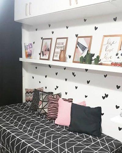 Decoração de parede  de quarto adolescente com carimbo