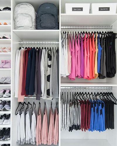 Como organizar guarda roupa: roupas penduradas no cabide