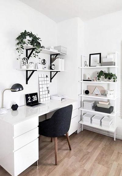 trabalhar em casa: escritório home office com mesa branca