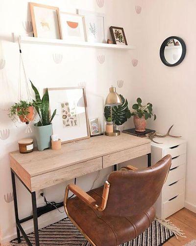 Trabalhar em casa - Decoração home office com mesa, cadeira e plantas