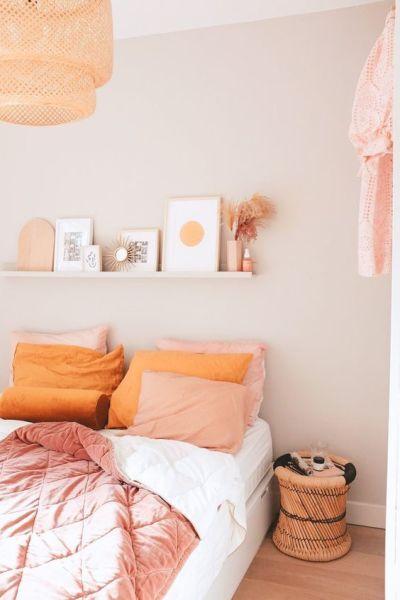 Decoração de quarto simples com quadros