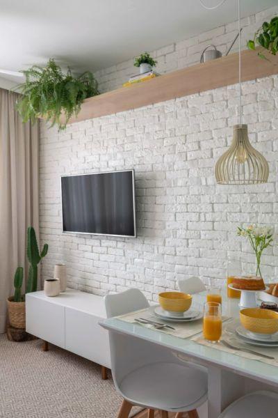 Decoração de sala pequena: tijolinho branco e plantas