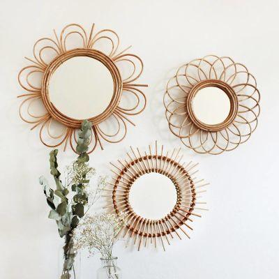 espelho de palha estilo boho na parede