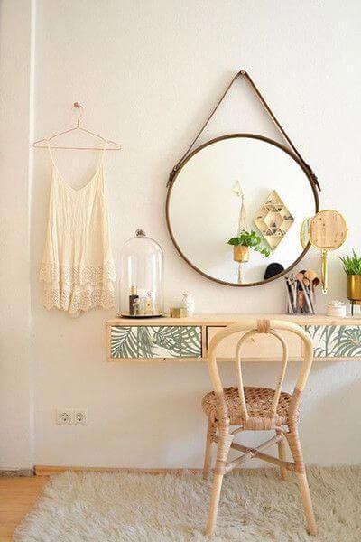 penteadeira suspensa com cadeira e espelho redondo