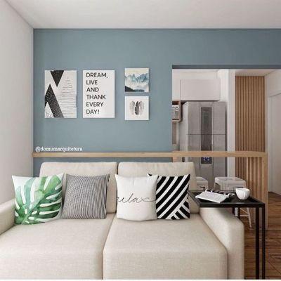 Decoração de sala pequena com sofá bege