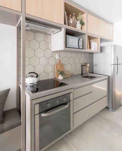 cozinha planejada simples e pequena com revestimento hexagonal