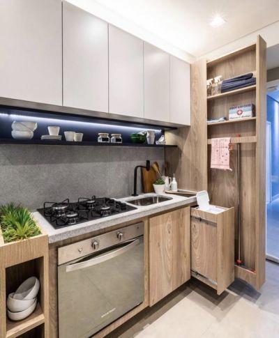 Cozinha planejada pequena com armário lateral