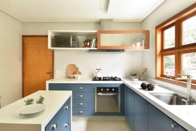 Cozinha planejada em l com ilha
