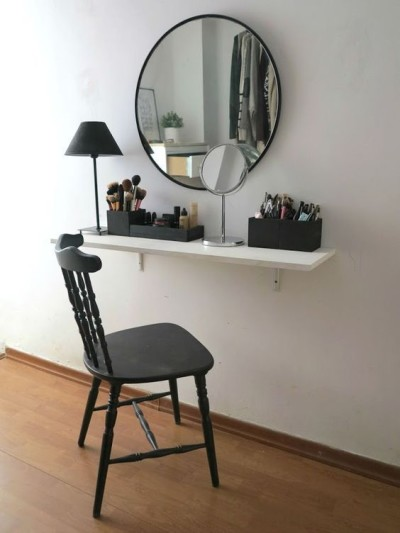 Penteadeira simples minimalista escandinava com espelho redondo e luminária