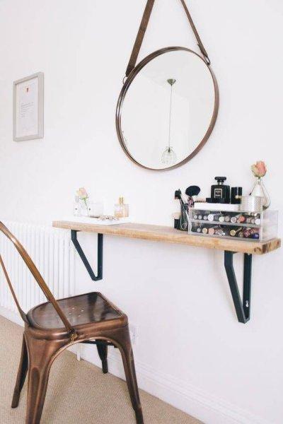 Penteadeira rustica com espelho redondo e cadeira tolix