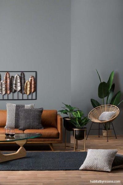 Sala cinza marrom com plantas