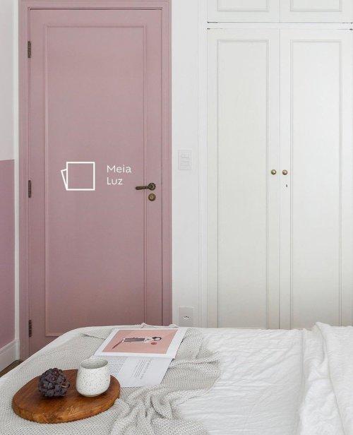 Porta pintada de Meia-luz das tintas Suvinil