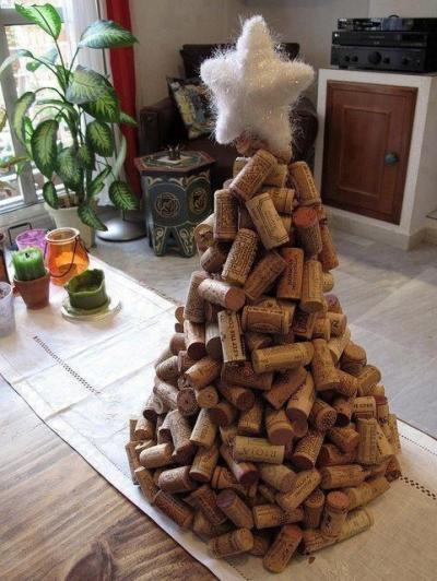 Árvore de Natal feito com rolhas de vinho