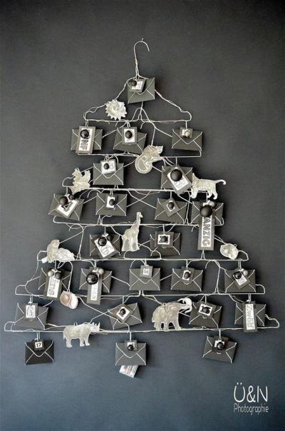 Decoração de Natal  Simples árvore criativa feita com cabides
