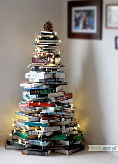 Ideia de Árvore de Natal com pilha de Livros