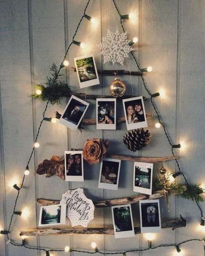ideia de árvore de natal criativa com fotos na parede